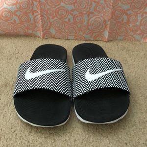 NIKE Chevron Slide-on Sandals